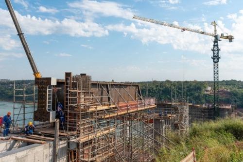 Puente de la Integración: segunda viga ya se encuentra en la zona de obras